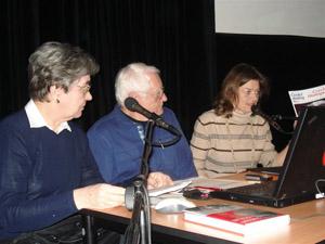 Anna Křivanová, Rudolf Cainer a Martina Fialková vMěstské knihovně při besedě.